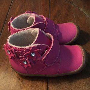 Size 7 toddler pink Ugg shoes,